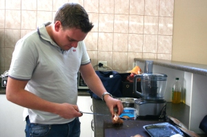 Sjef Hansen cutting chicken strips